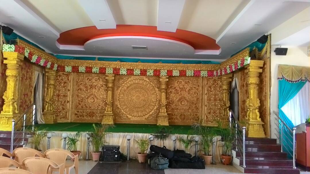 Hall_with_decoration1