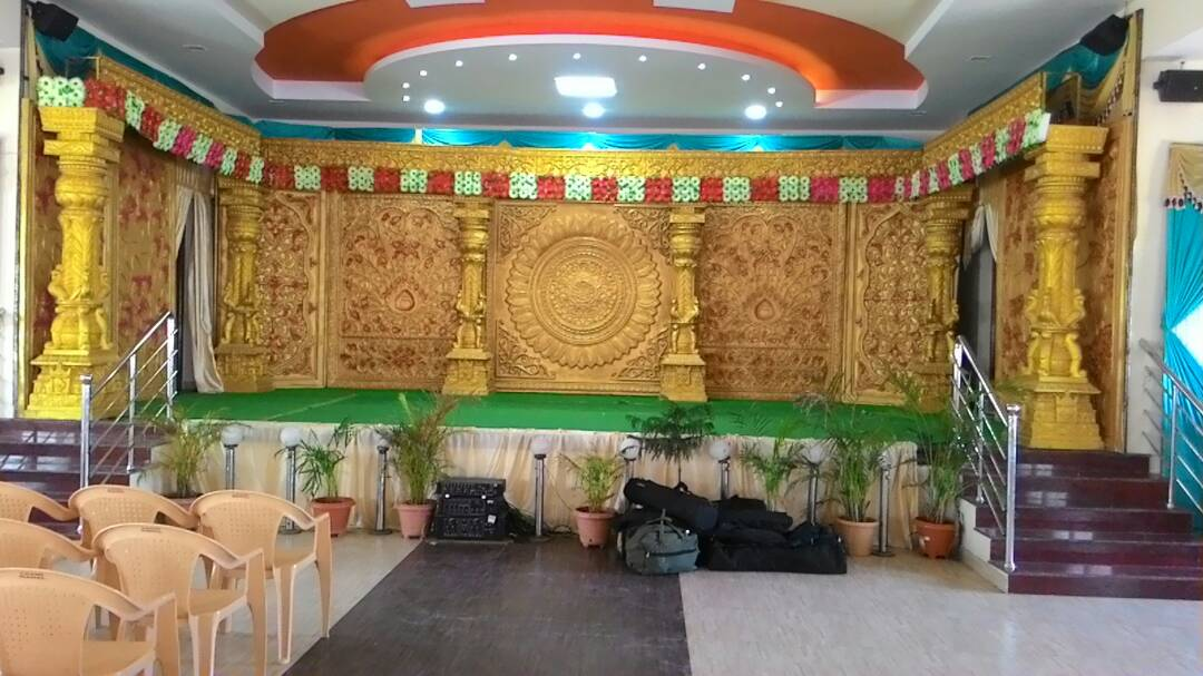 Hall_with_decoration2